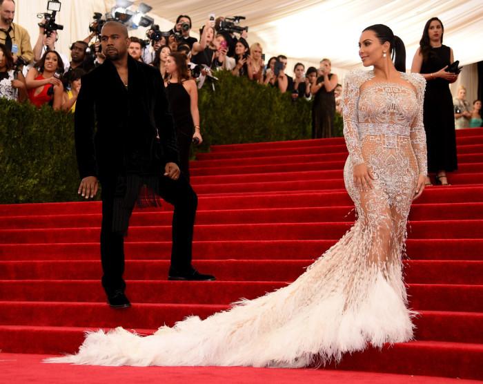 09-Kim-Kardashians-2015-Met-Gala-Costume-Institute-Ball-Roberto-Cavalli-Sheer-Crystal-Embellished-Dress-700x556